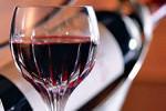Американские ученые выяснили, что красное вино помогает улучшить пищеварение и снизить артериальное давление