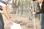 В рамках акции «Чистый город» благовещенские депутаты вместе с житилями вышли на уборку города