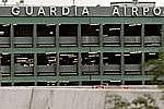 Авиалайнер США совершил вынужденную посадку из-за столкновения с птицами