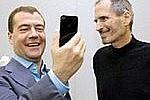 Дмитрий Медведев считает отказ от продукции Apple «смешной» идеей